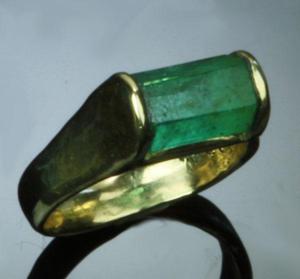 EmeraldCrystalRing